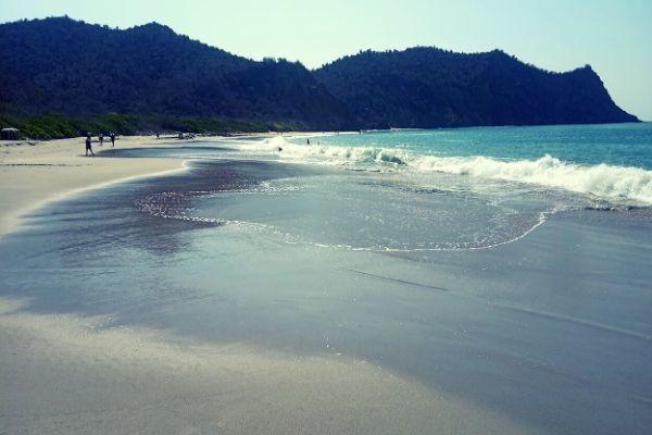 Los Frailes Beach Waves